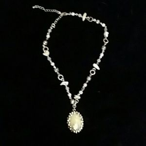 Jewelry - 🔴3/$25. Beautiful Silver Tone Necklace